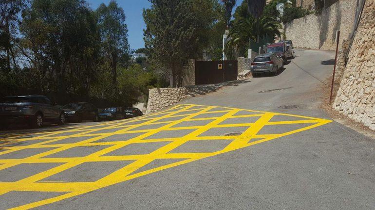 Zona restringia de aparcamiento en la zona de Ambolo