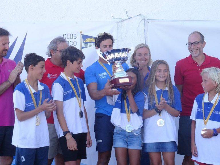 Equipo del RCN Torrevieja con el trofeo de campeones