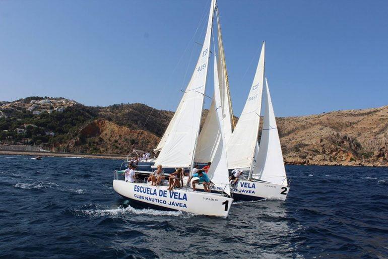 Los dos barcos de la Escuela de Vela del CN Jávea