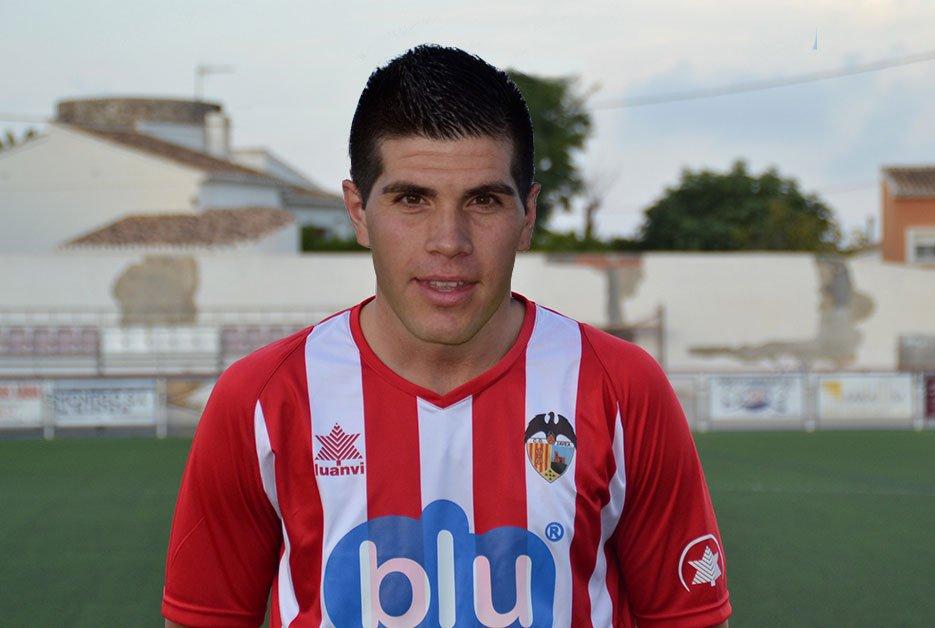 Miguel Meretta con la camiseta del CD Jávea