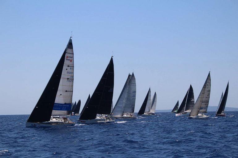 La flota disputando una de las regatas