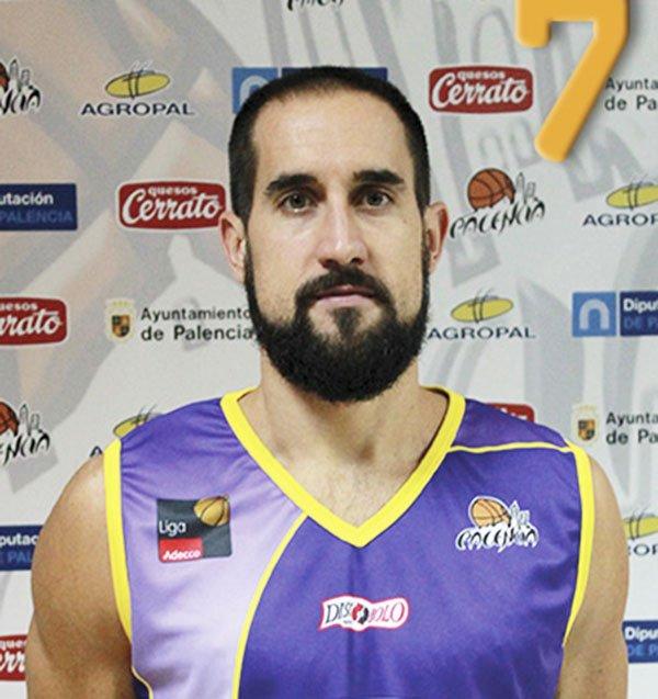 Romà Bas con la camiseta del Palencia