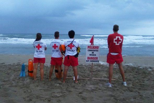 socorristas en la playa del arenal cuando ondeaba bandera roja1