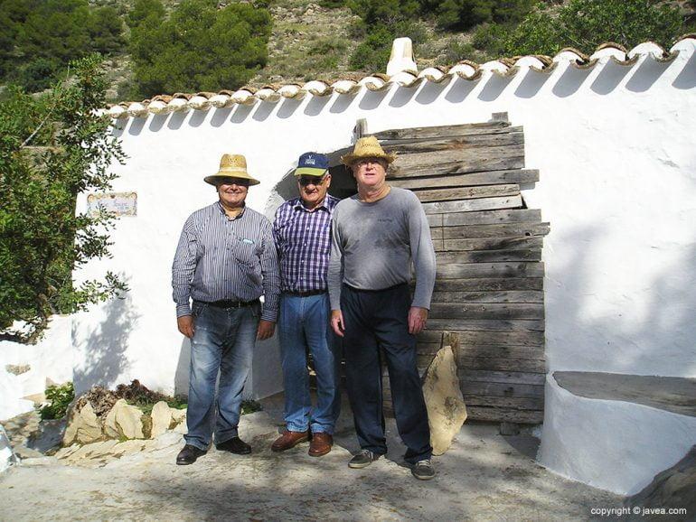 """Ximo """"El Sariero""""junto a dos amigos"""