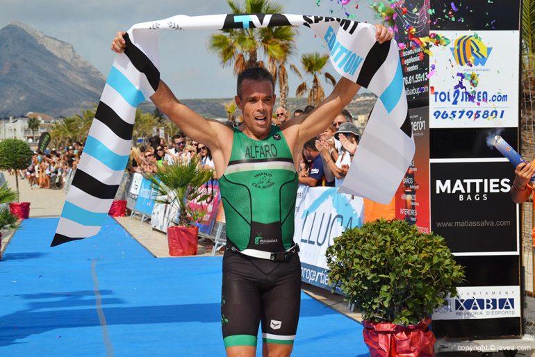 Andrés Alfaro fue el mejor en el triatlón Sprint