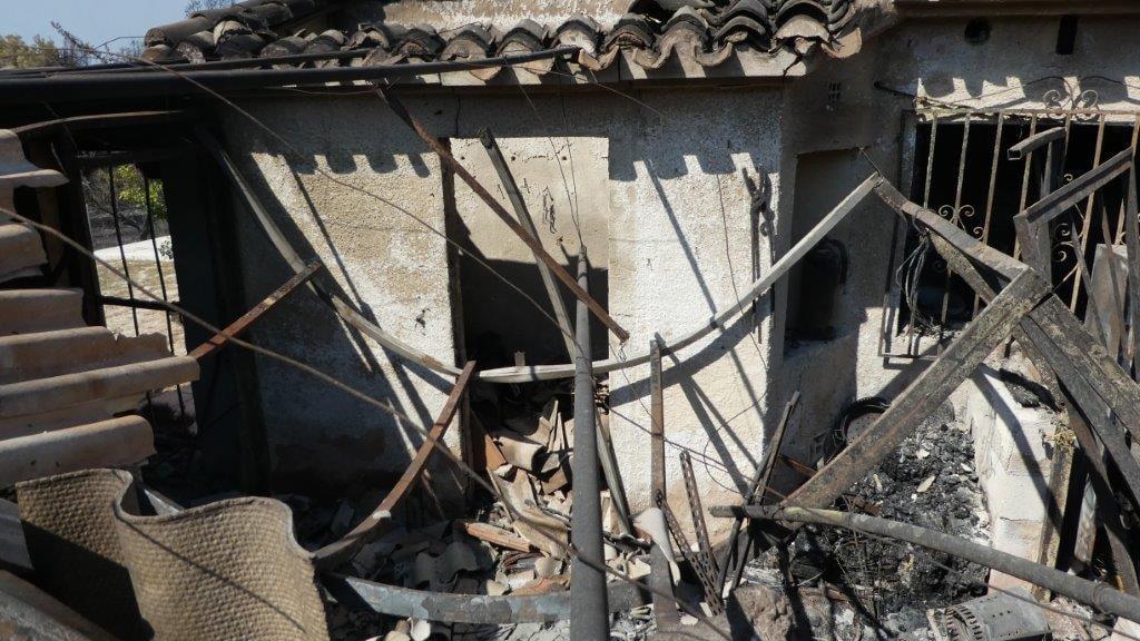 Casa calcinada en la zona afectada por el incendio