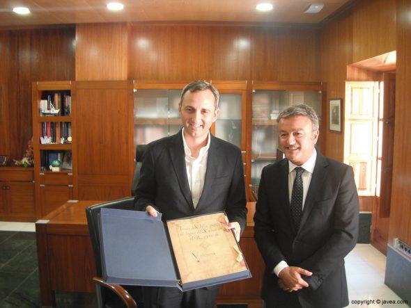 César Sánchez ha firmado en el libro