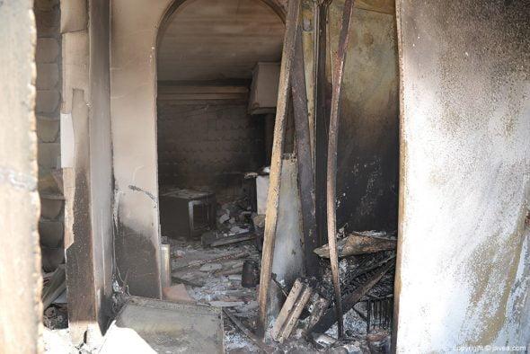 Interior de casa quemada