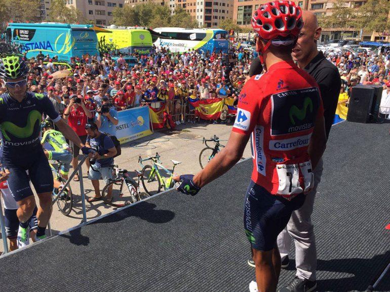 Nairo Quintana saludando al público