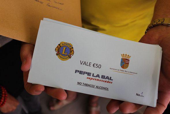 Lions Club dona vales por vaor de 50 euros
