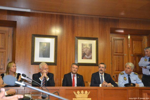 Las autoridades presidieron el acto institucional