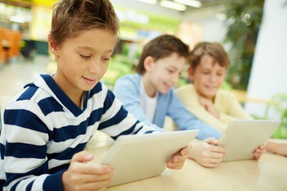 Colegiales con las nuevas tecnologías