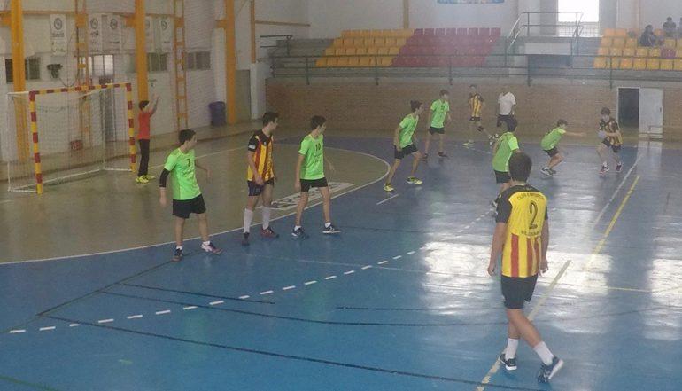 El Club Handbol Xàbia defendiendo