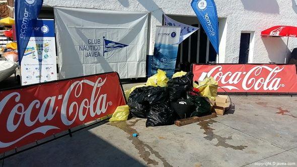 Los alumnos de Port de Xàbia realizan una jornada de limpieza en las playas