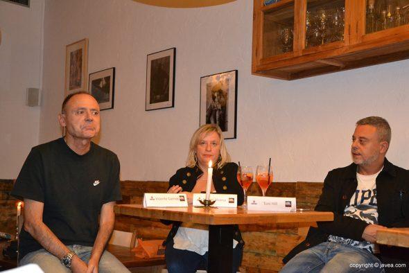 Mesa redonda de escritores