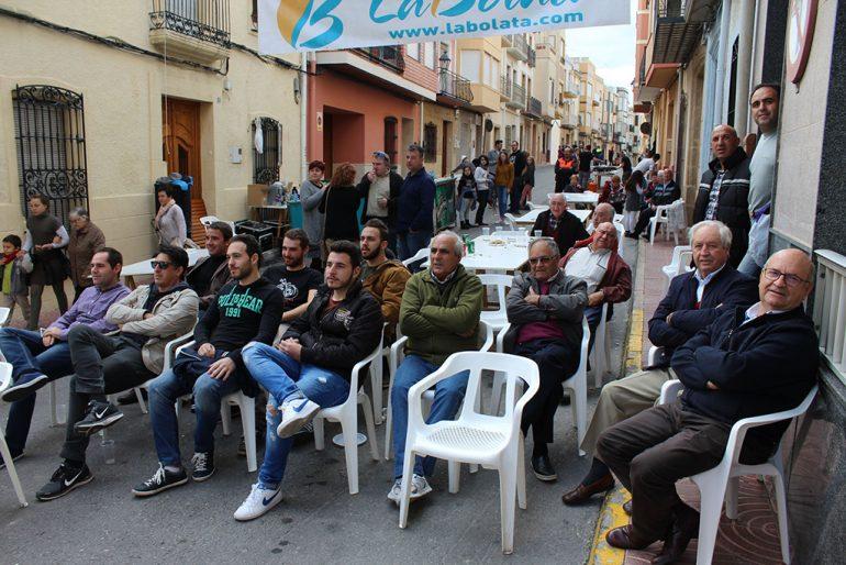 Aficionados a la pilota valenciana viendo una partida