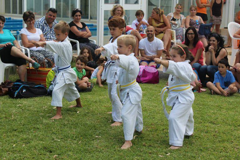 Alumnos escuela de karate