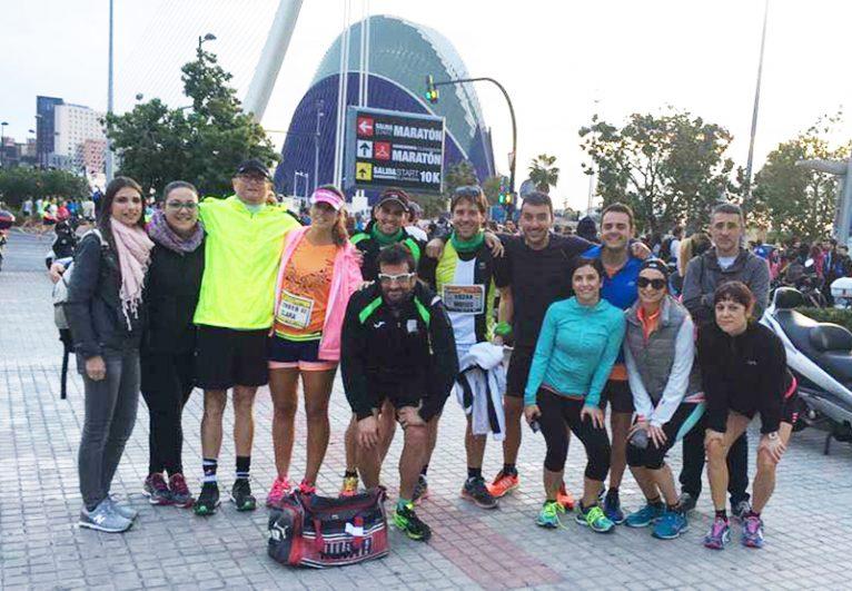 Grupo de atletas del CA Llebeig en la Maratón de Valencia