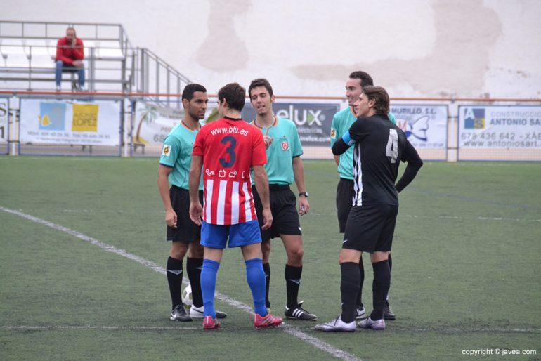 Aldo y Gabi con los árbitros