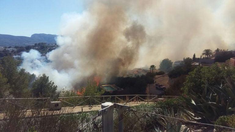 Incendio en las inmediaciones de la urbanización Nova Xàbia