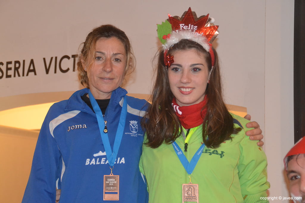 Mayca Sala and Naila Pérez on the podium