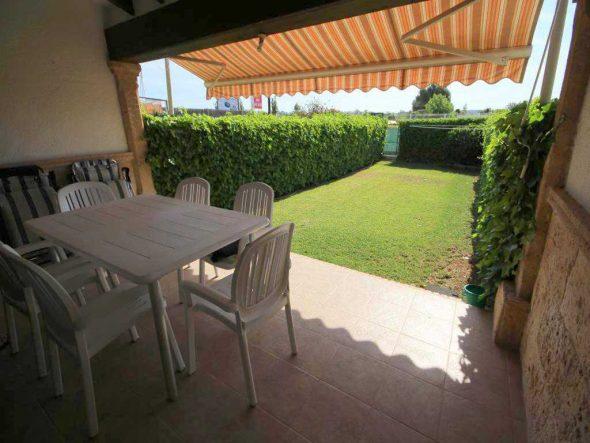 Acogedora casa adosada con dos jardines privados a la for Inmobiliaria jardines