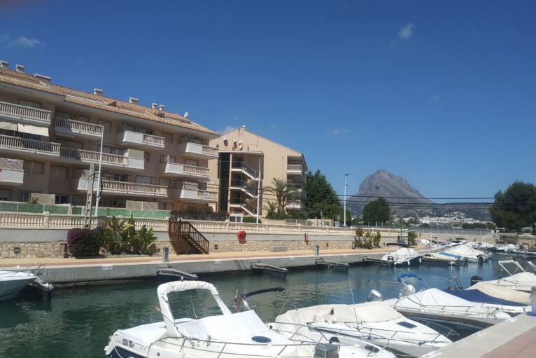 Apartamentos junto a las embarcaciones Xabiga Inmobiliaria