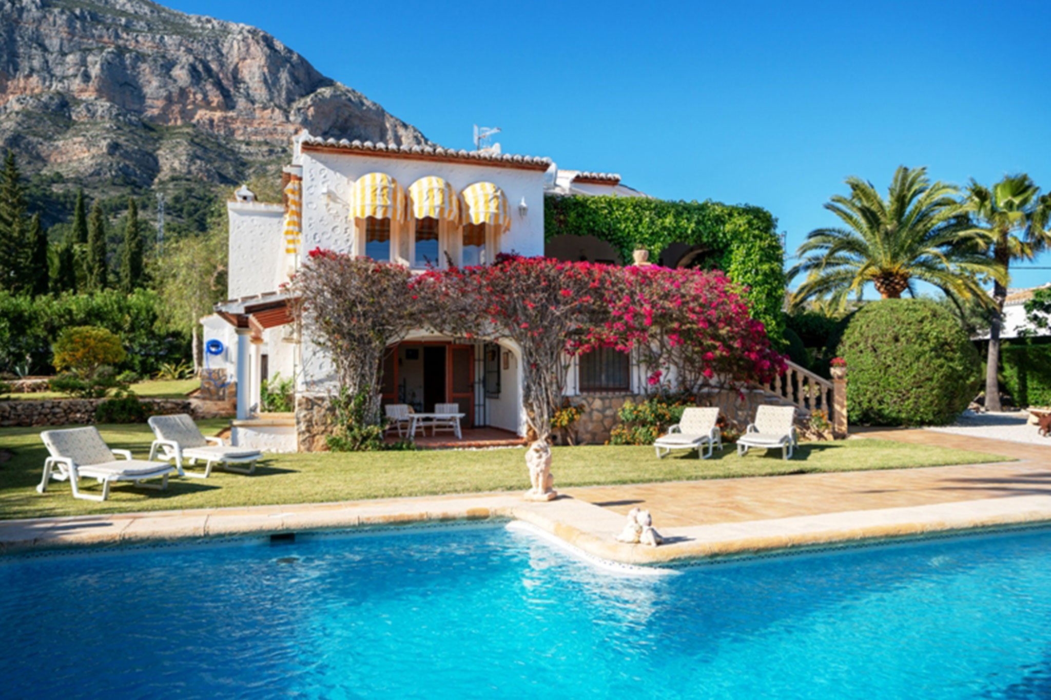 Casa con piscina y vistas al Montgo en Jávea – Xabiga Inmobiliaria