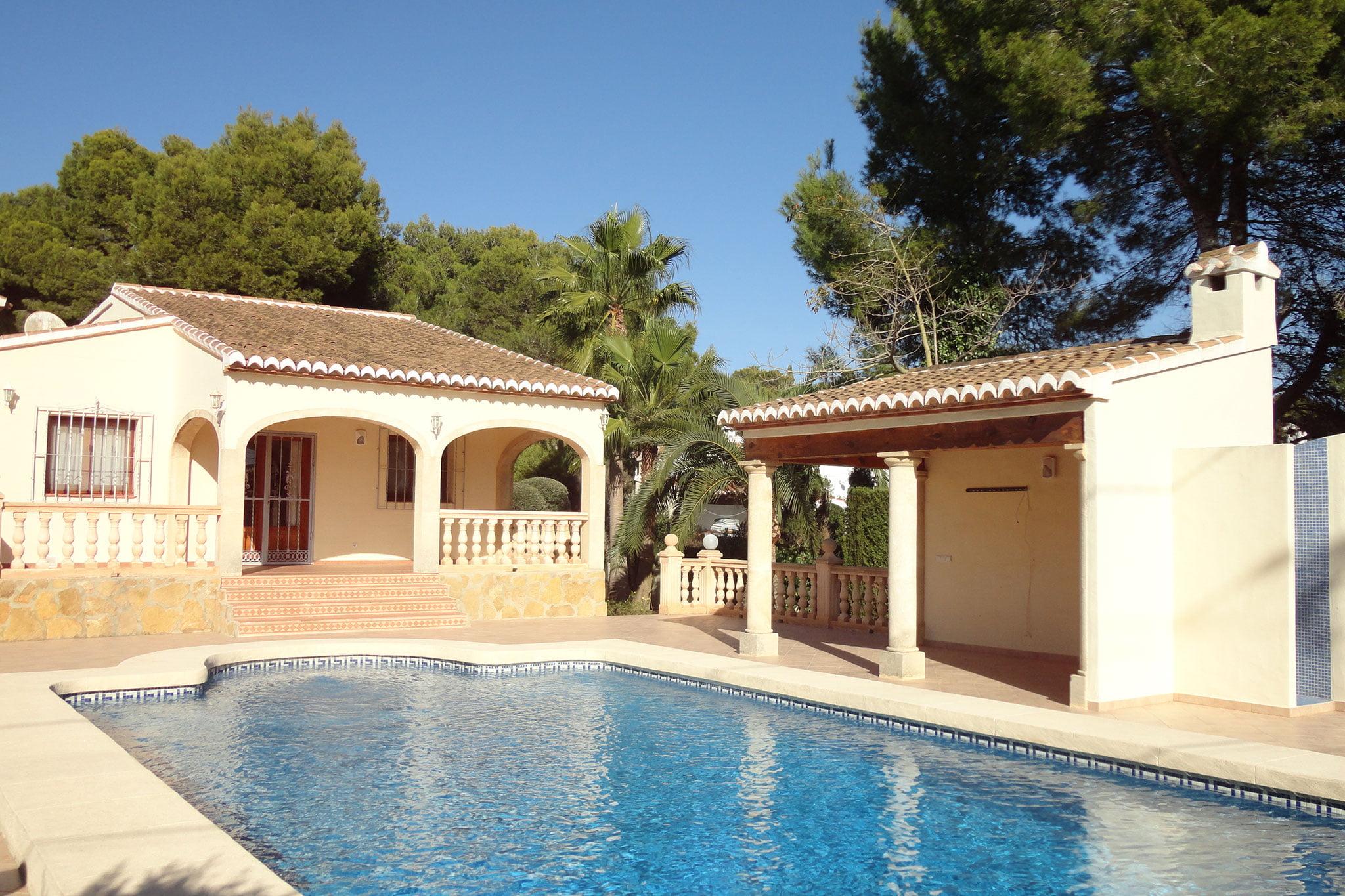 Chalet con piscina en venta en Jávea – Xabiga Inmobiliaria