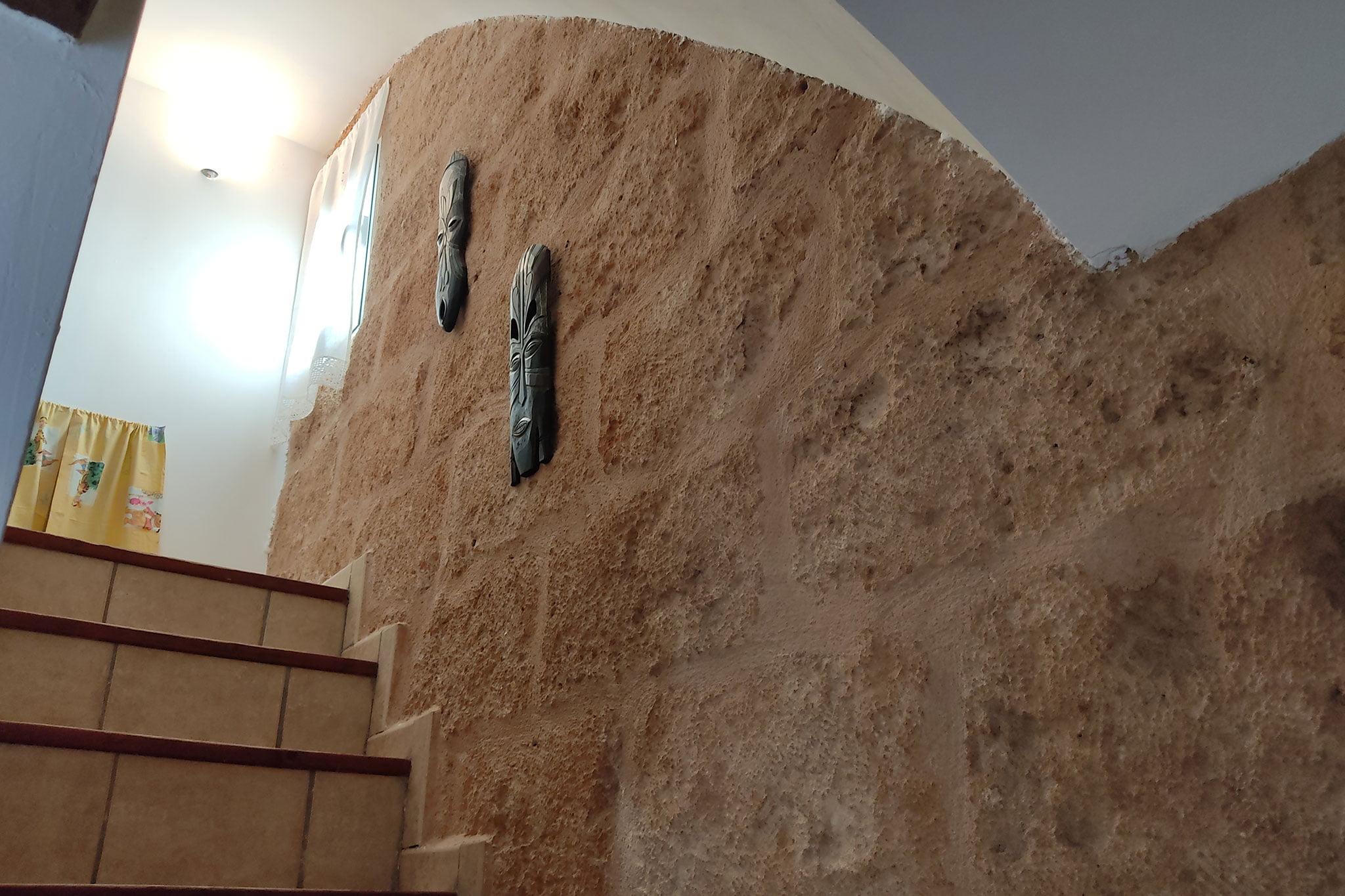 Paredes originales de piedra tosca en una propiedad en venta en Jávea – Xabiga Inmobiliaria