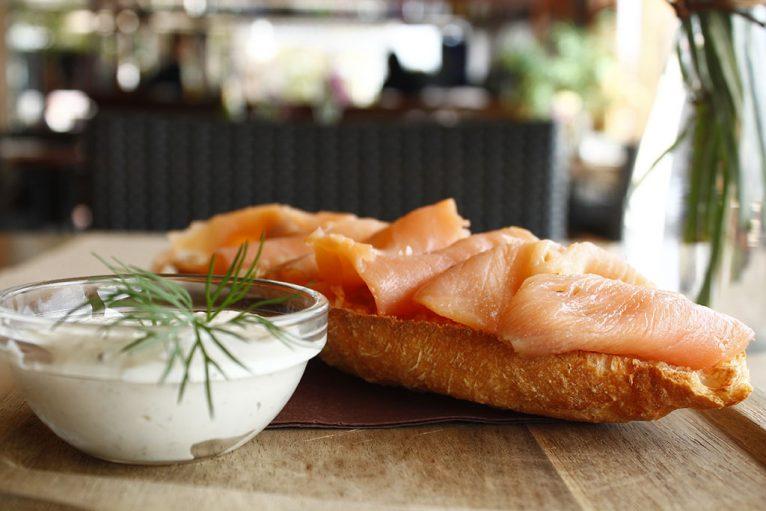 Tosta con salmón - Restaurante La Fontana