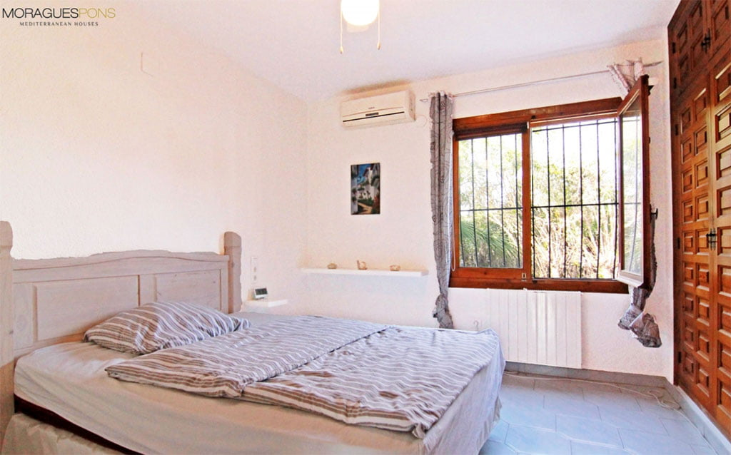 Habitaci n principal moraguespons mediterranean houses - Habitacion principal ...
