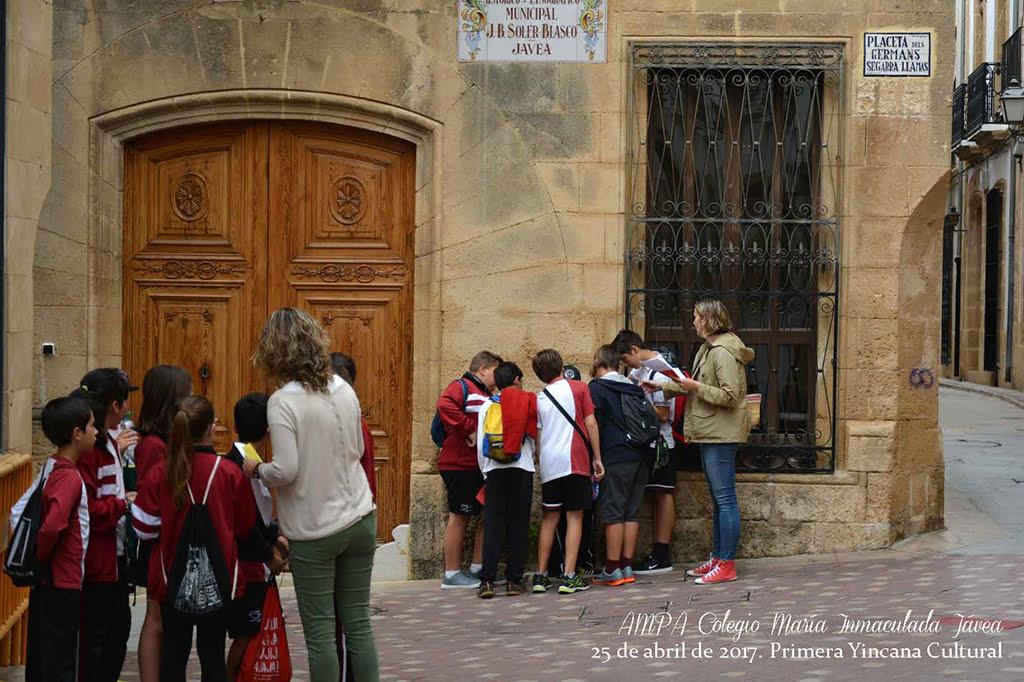 Los alumnos durante la yincana