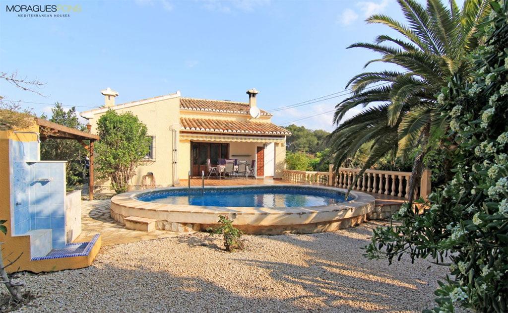Piscina y jard n moraguespons mediterranean houses j vea for Piscina y jardin mallorca