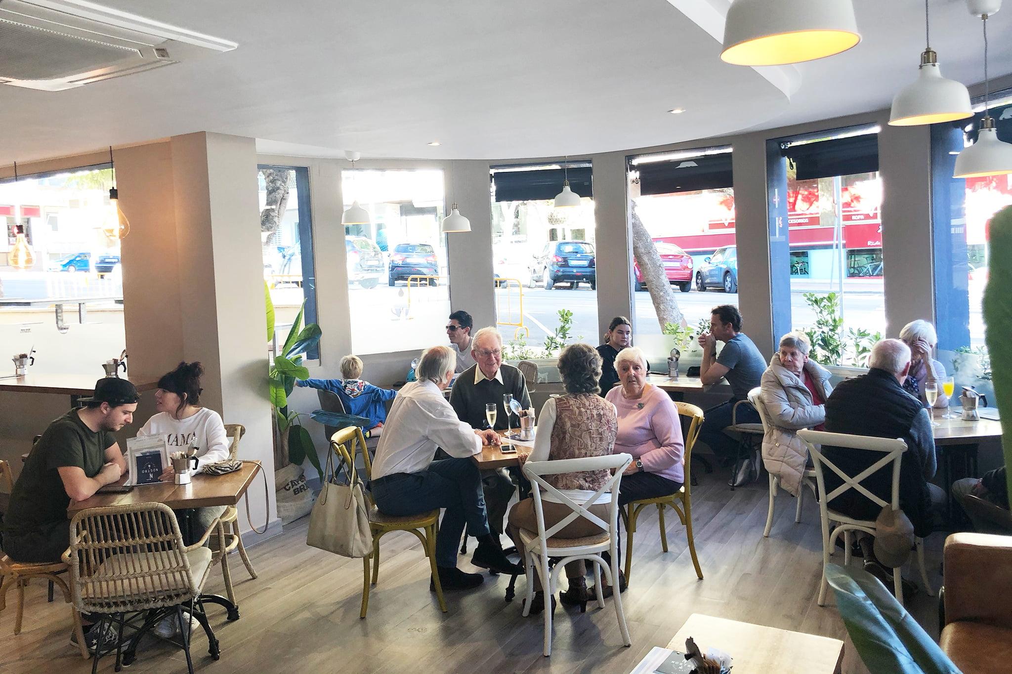 Buen ambiente en Jávea – Nostro Café Costa