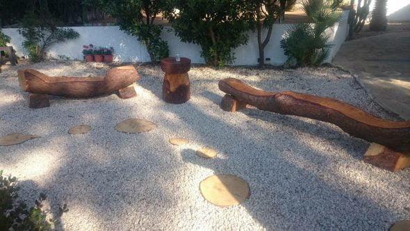 Xabiero miguel angel miguel makes sculptures in the - Muebles con troncos ...