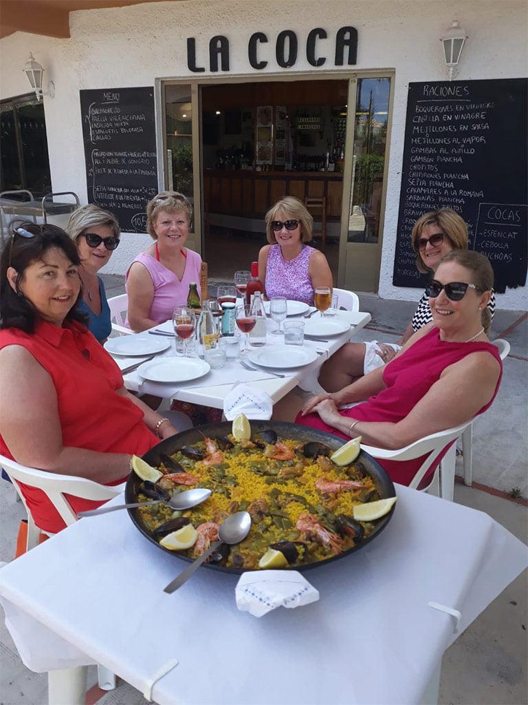 Paella en terraza Bar la Coca