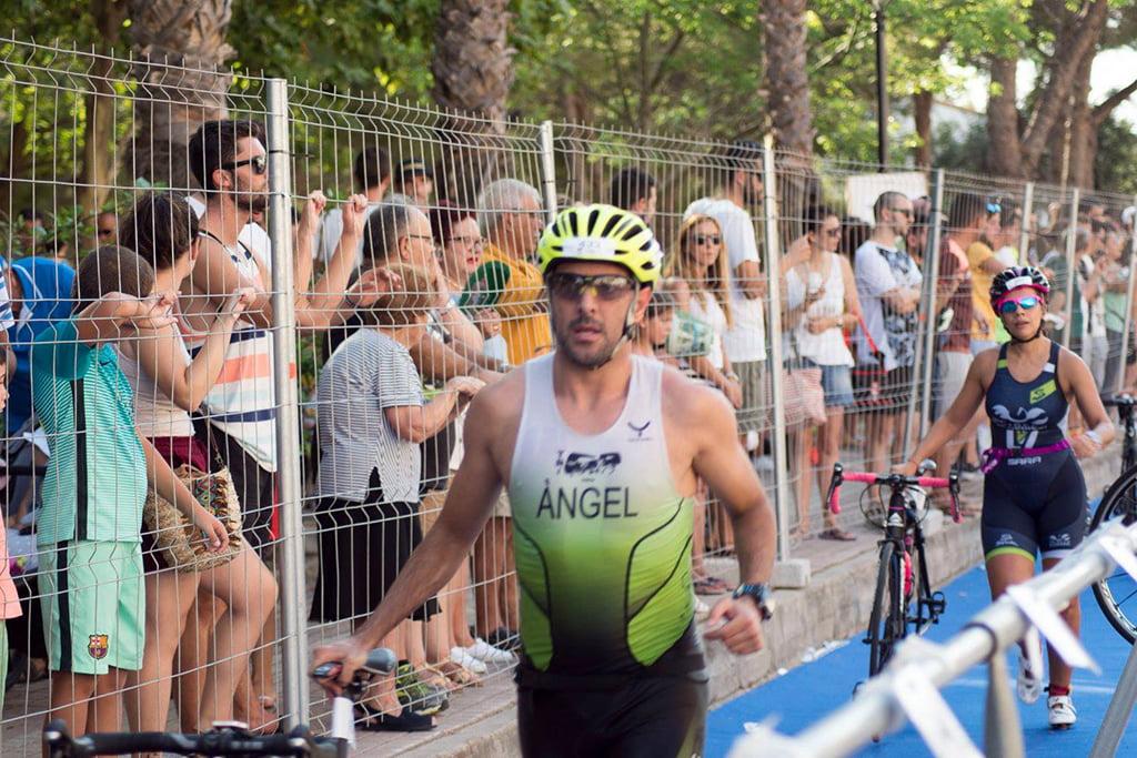Ángel con su bicicleta