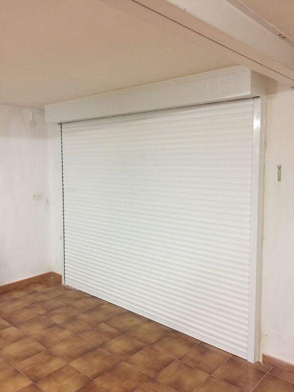 Instalación de puertas con persianas para garajes de la mejor ...