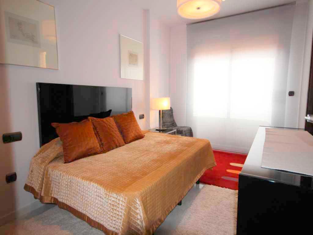 Dormitorio con cama matrimonio atina inmobiliaria j vea for Cama dormitorio matrimonio