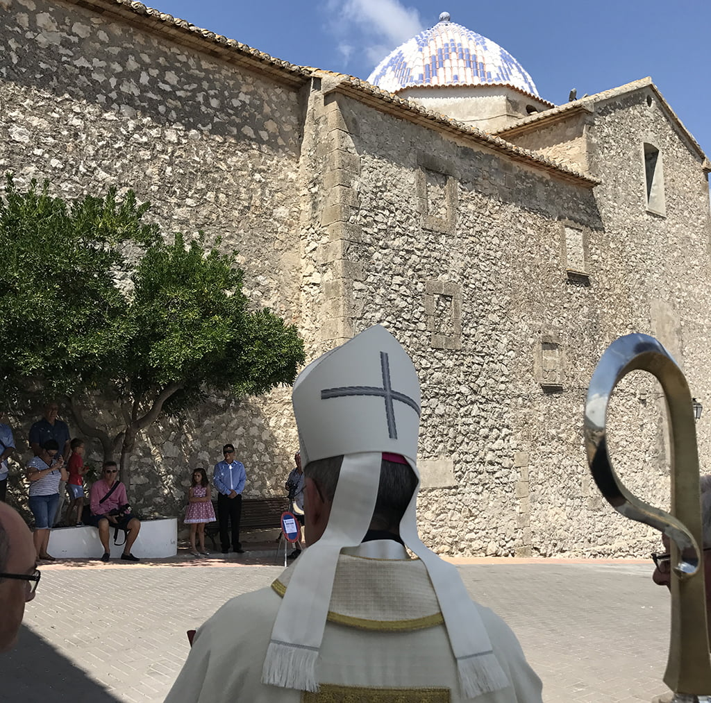 El obispo auxiliar de Valencia bendice la cúpula