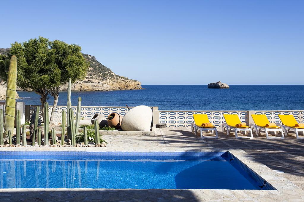Prachtig huis met terras, zwembaden en uitzicht op Quality Rent a Villa