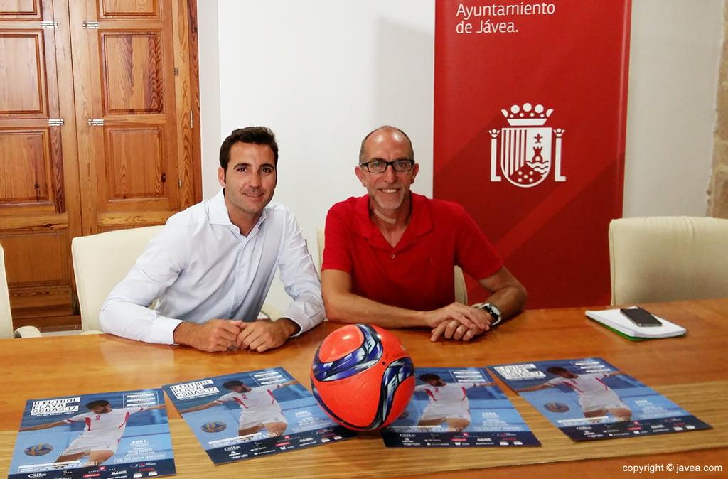 Vicent Colomer junto a José Bas en la presentación del torneo de fútbol playa