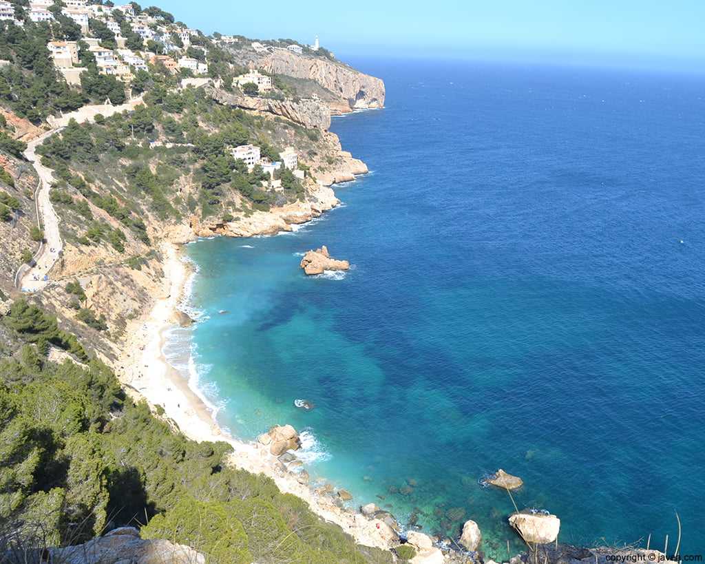X bia prohibits parking in the access to cala ambolo for - Cala sardinera javea ...