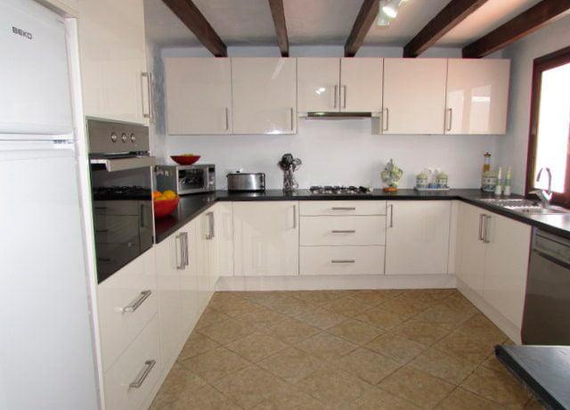 cocina amplia y moderna property finder spain j