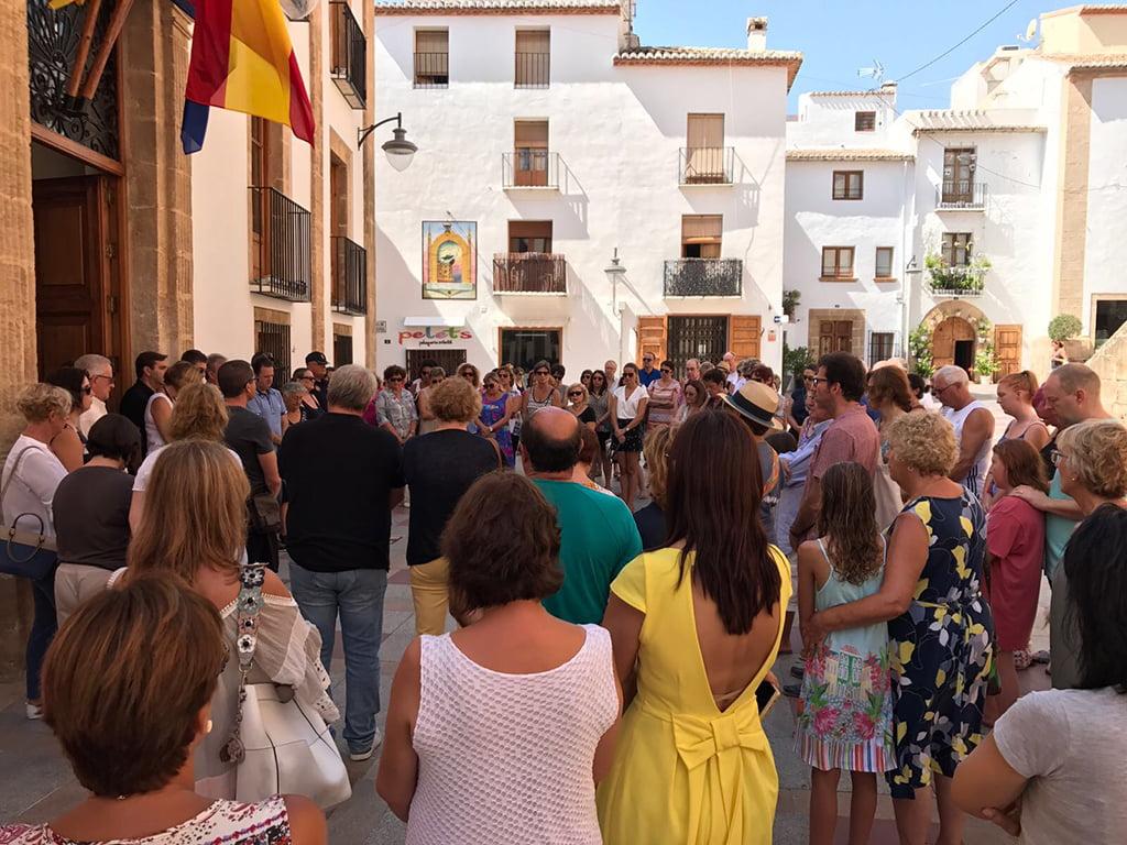 Concentración en el minuto de silencio por el atentado de Barcelona