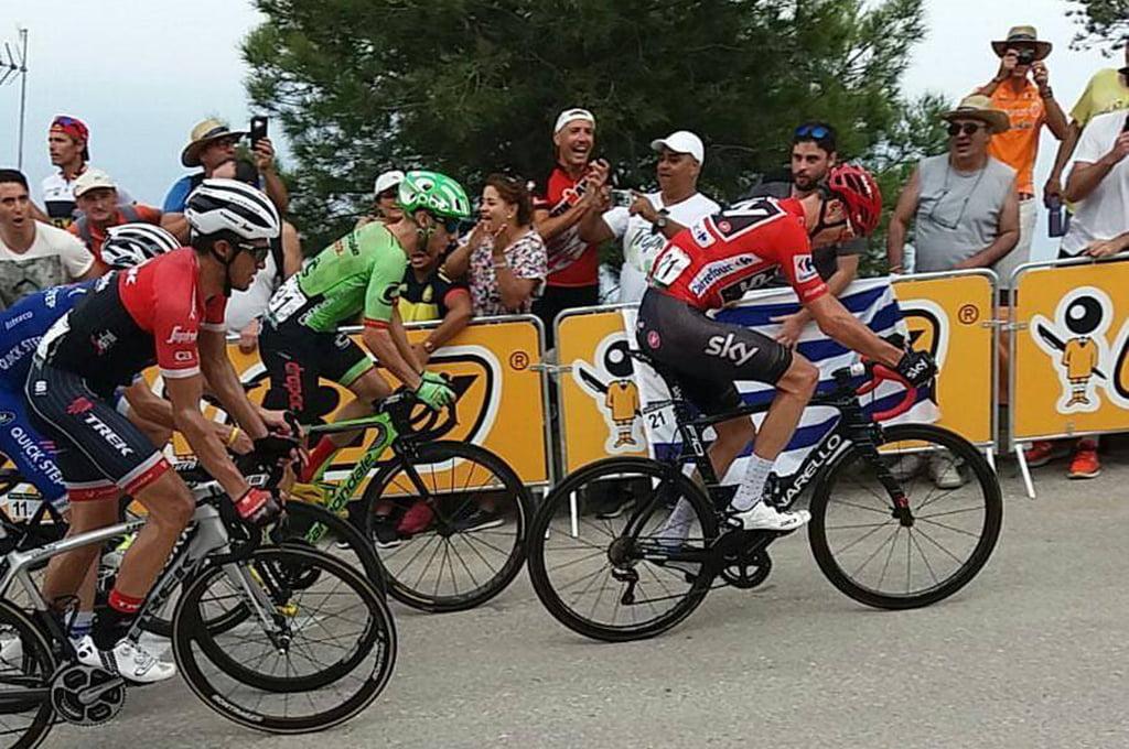 Froome con Contador escalando la rampa del Puig Llorença