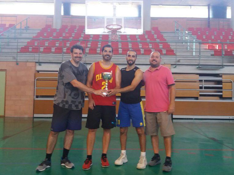 Equipo Los Solitarios vencedores del Torneo 3X3