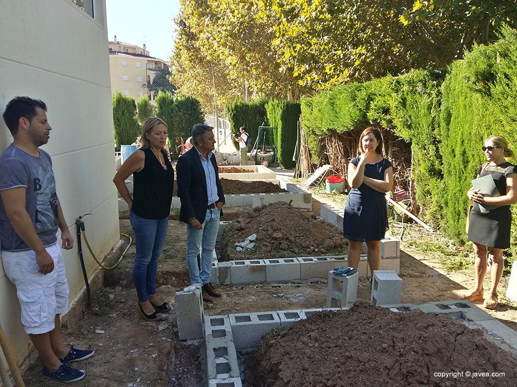 Puesta a punto de los huertos urbanos del Colegio Port de Xàbia