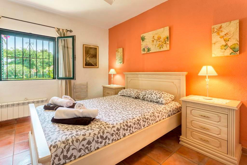 Dormitori de la casa Bilbao Àguila Rent a Vila